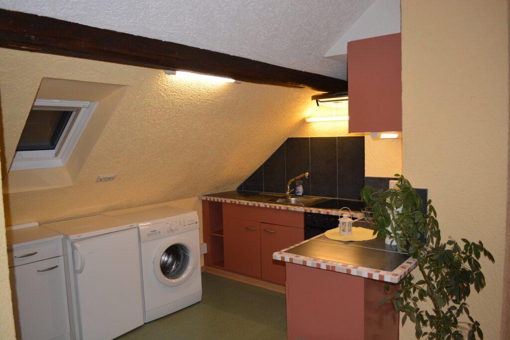 Küche mit Waschmachine